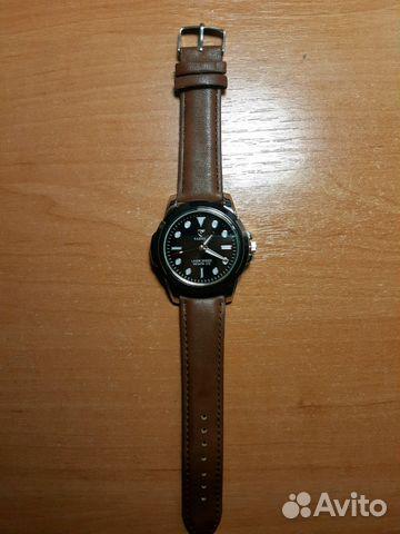 Отличные кварцевые часы, на батарейке состояние идеальное.
