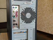 Компьютер с монитором, клавиатурой и мышью