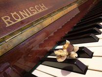 Немецкое фортепиано Рёниш и ноты
